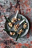 Gebrannte Cashewkerne und Paranüsse mit Vanille und Sesam
