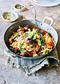Spaghetti mit Schweinefleisch-Fenchel-Hackbällchen