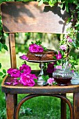 Schokoladenkuchen mit selbst gemachter Rosenmarmelade