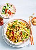 Schweinefleisch Chow Mein mit Nudeln und Gemüse (China)