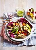 Salat mit gebratenem Fenchel, Radicchio, Avocado und Tomaten