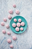Pink mini meringues (seen from above)