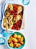 Mediterranes Ofenhuhn mit Zitronen, Tomaten und Oliven (Italien)