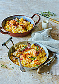 Baked macaroni, prosciutto and fontina cheese pots