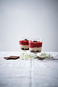 Desserts made with chocolate biscuits, semolina porridge and strawberry compote (vegan)