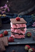 Strawberry ice cream sandwiches (vegan)