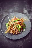 Nudelpfanne mit Gemüse und Tofu (Asien)