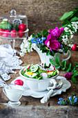 Gurken-Radieschen-Salat mit Ei