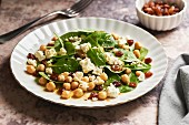 Oriental spinach salad with raisins, chickpeas and sheep's cheese