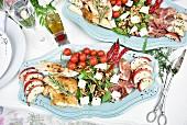 Reichhaltige Salatplatte zur Vorspeise