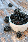 A small pot of fresh blackberries