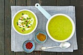 Courgette cream soup with curry