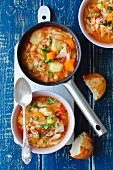 Cabbage soup with leeks and white bean