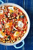 Shakshuka mit Zucchini, Zwiebeln und Tomaten