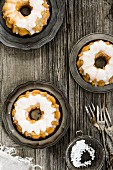 Mini lemon cakes with sugar