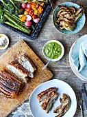 Schweinebauch mit Fenchel, Salsa Verde und gebratenem Gemüse