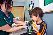 Check-up for child with type 1 diabetes