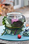 Einmachglas als Windlicht verkleidet mit Blaettern von Brassica ( Kohl )