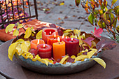 Herbstlicher Lichterzauber in breiter Metall-Schale