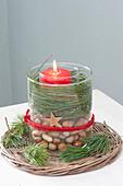 Glas in Glas Kerzendeko : Glas mit roter Kerze in grossem Glas
