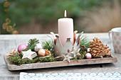 Adventsdeko auf Holzbrett : Krone als Kerzenhalter, Sterne aus Birkenrinde