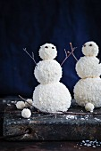 Kokos-Schneemänner