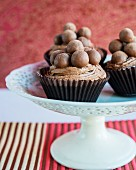 Cupcakes with chocolate pralines