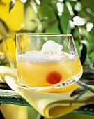 Ein Glas Moon River Cocktail