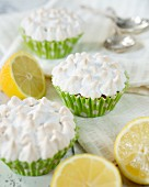 Zitronencupcakes mit Baiserhaube