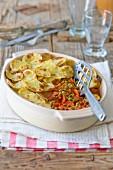 Kartoffelauflauf mit Hackfleisch, Möhren und Erbsen