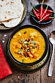 Red lentil soup with Hokkaido pumpkin and black caraway seeds (India)