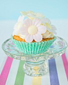 Cupcakes with buttercream and paper flowers