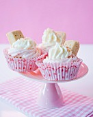 Cupcakes with strawberry cream and shortbread