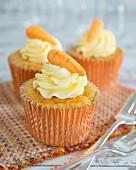 Möhren-Cupcakes mit Frischkäsecreme