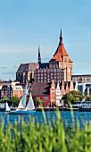 Der Hafen mit der Sankt-Marien Kirche, Rostock, Deutschland