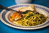 Linguine with almond pesto and white bread