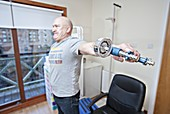 Carpal tunnel syndrome grip strength test