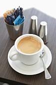Eine Tasse Espresso mit Crema