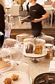 Küchenbüffet in Café