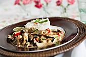 Grünes Hähnchencurry mit Reis