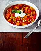 Moroccan stew with chickpeas and red pepper