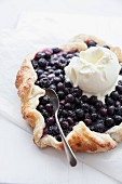 Blueberry crostata and vanilla ice cream