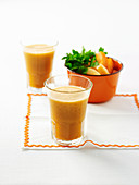 Möhren-Melonen-Saft mit Petersilie und Birne