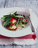Halloumi salad with rocket, red pepper and asparagus