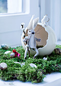 DIY-Stoffhase vor Eierschale