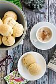 Pandebono (glutenfreies Brot mit Käse und Tapiokastärke, Lateinamerika)