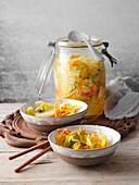 Kimchi mit Kurkuma (milchsauer eingelegter Chinakohl, Korea)