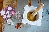 Currymischung im Mörser