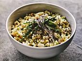 Bulgur-Taboule mit grünem Spargel und weissen Bohnen (vegetarisch)