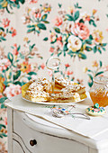 Ingwer-Mandelkuchen vom Blech mit Orangenmarmelade